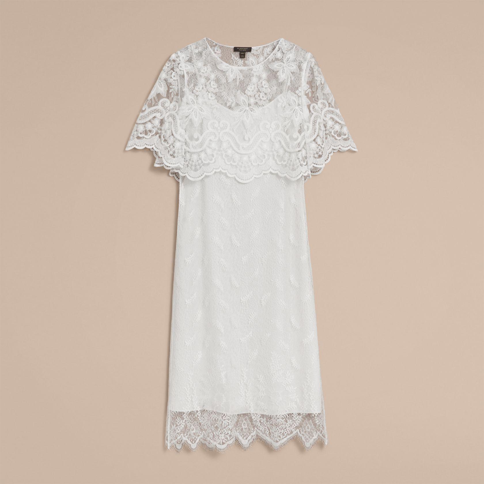 Robe droite étagée en dentelle (Blanc) - Femme   Burberry   Robe and ... 30d4dd962aa
