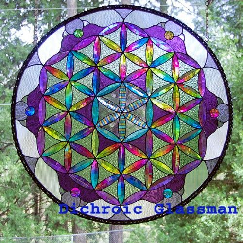 Resultado de imágenes de Google para http://www.artfire.com/uploads/product/4/414/96414/1196414/1196414/large/dichroic_stained_glass_flower_of_life_sacred_geometry_-_custom_order_74dd67fe.jpg