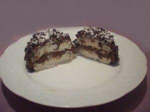 Merveilleux : meringue et crème au chocolat.