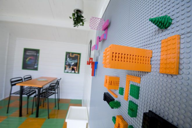 Asuntomessuilta / vol. 3 | Kettukarkki    What an excellent idea, legos to the wall.