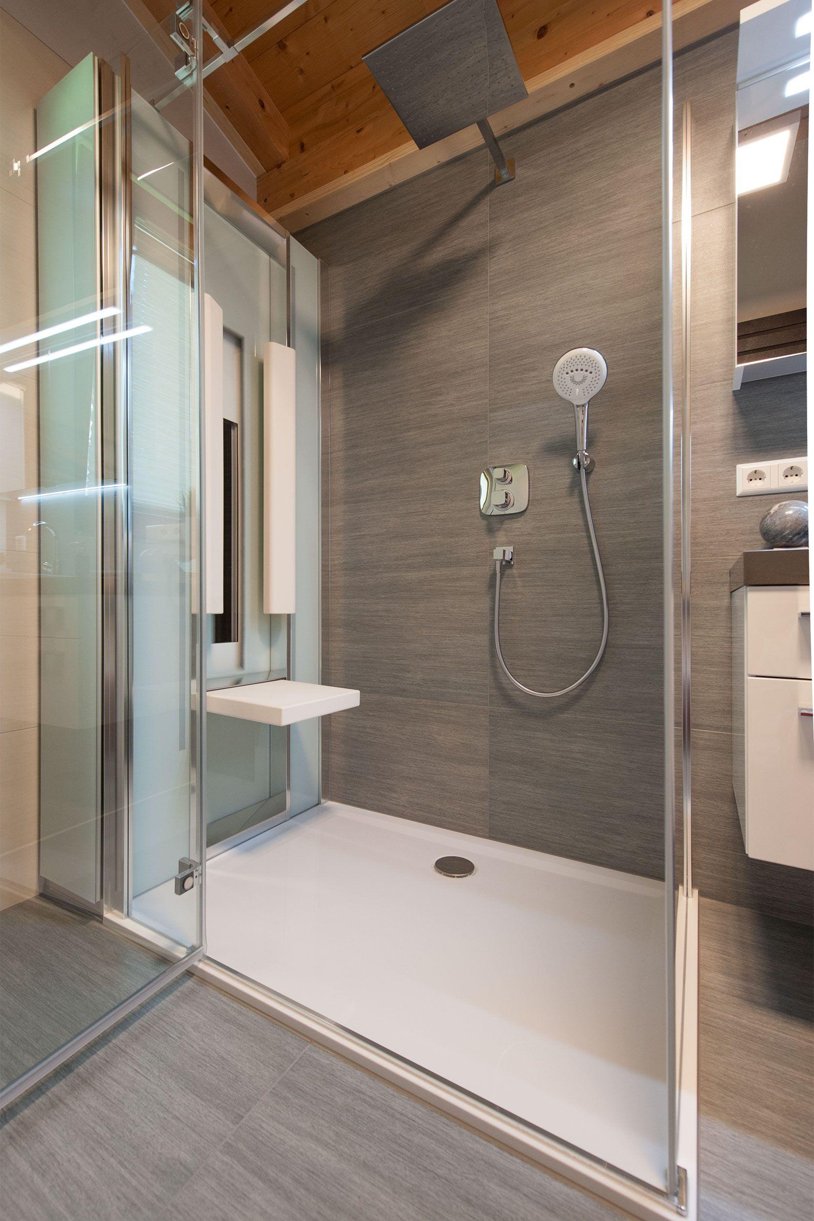 7 M Mansardenbad Vom Hsh Installator In 2020 Wc Mit Dusche Handbrause Spiegelschrank
