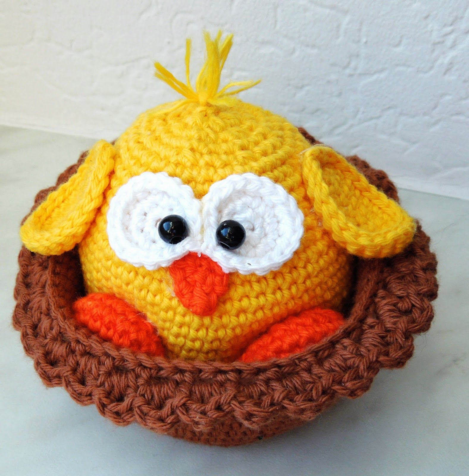 The Chick In Her Nest Free Pattern In German Crochet Pinterest