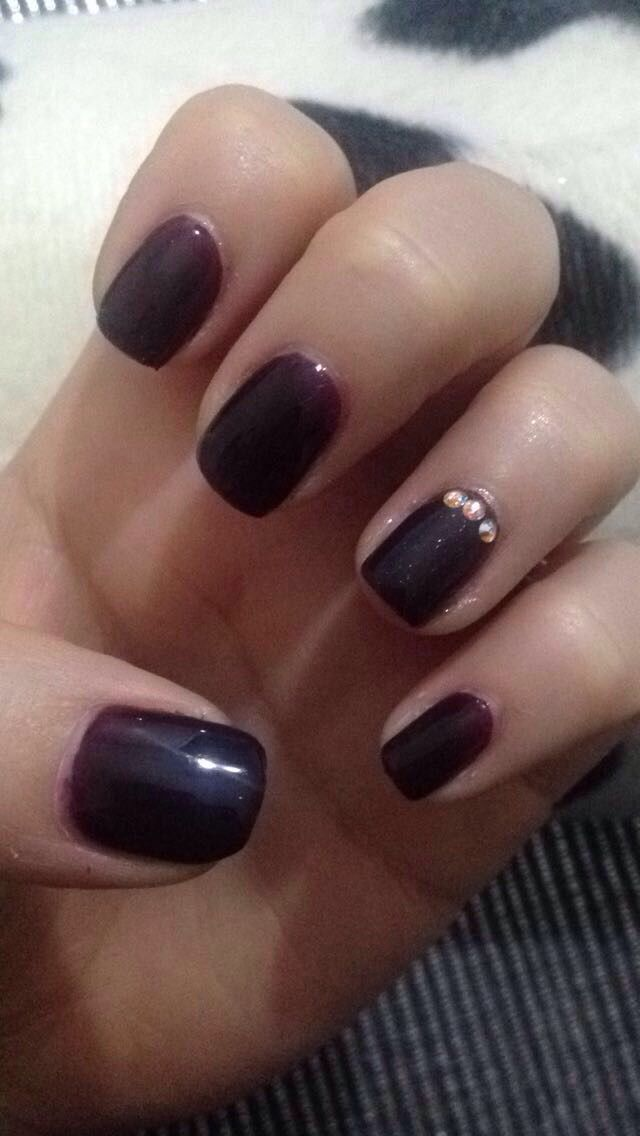 Ongle Prune Avec Strass Semi Permanent Idee D Ongle Vernis