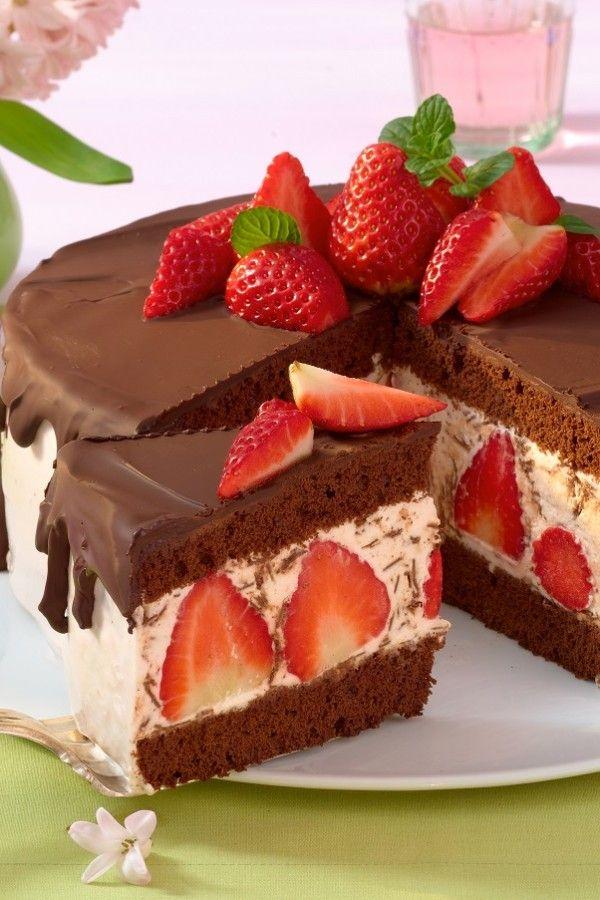 Köstliche Erdbeer-Stracciatella-Torte