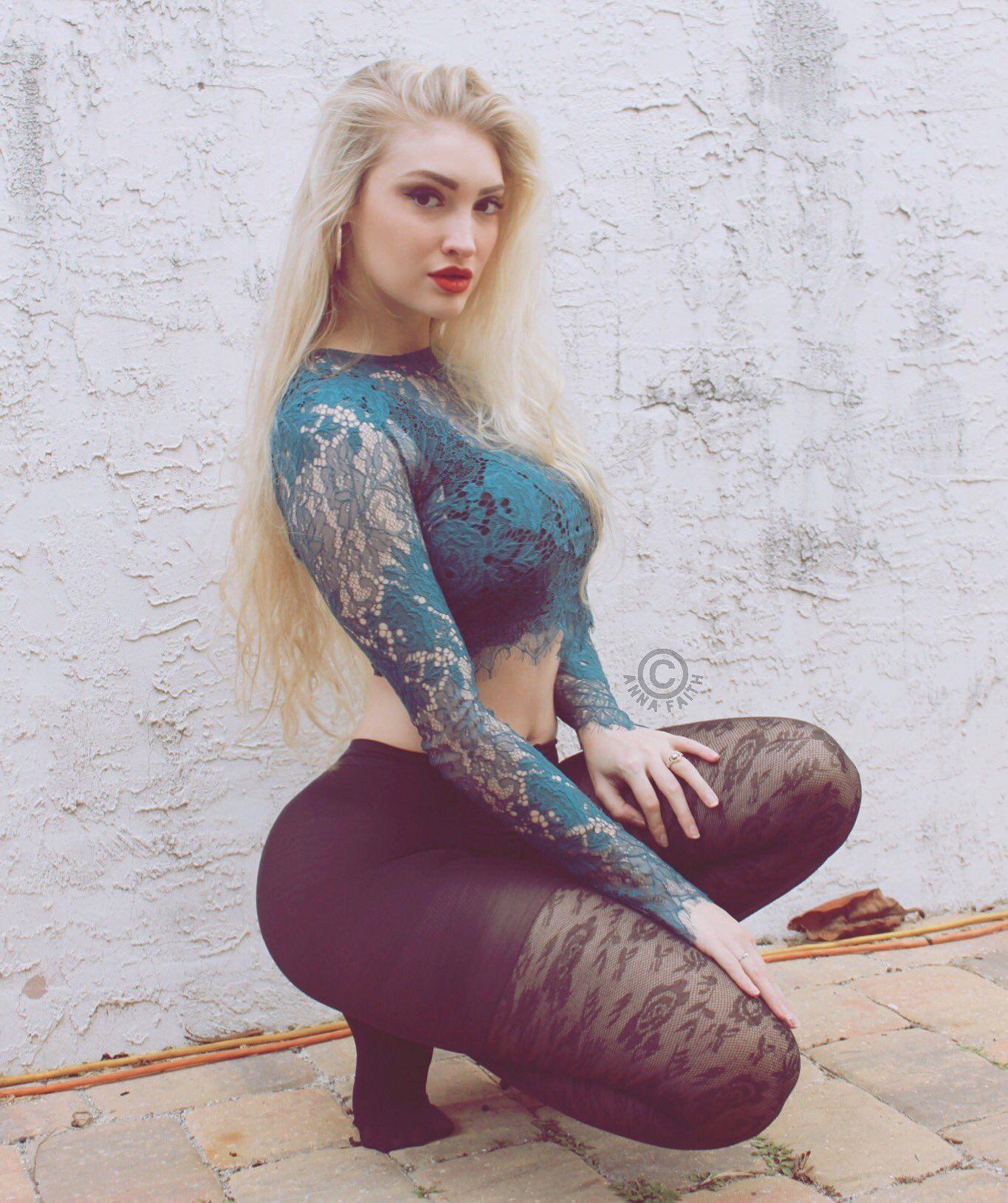 Anna sexy exposures