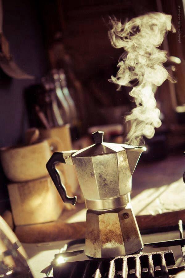 """""""A riempire una stanza basta una  caffettiera sul fuoco"""" // E. De Luca   Buongiorno a tutti! ;-)"""