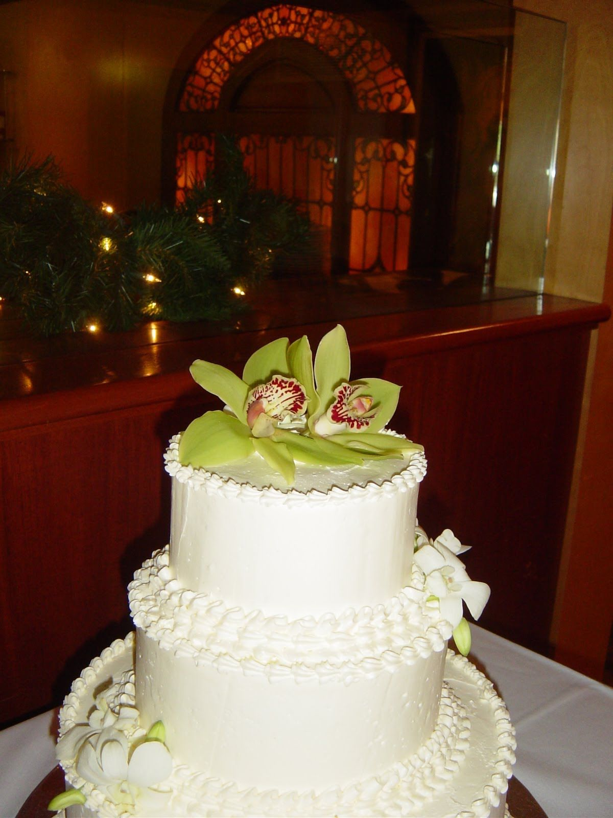 Stack and decorate a simple wedding cake wedding cake design