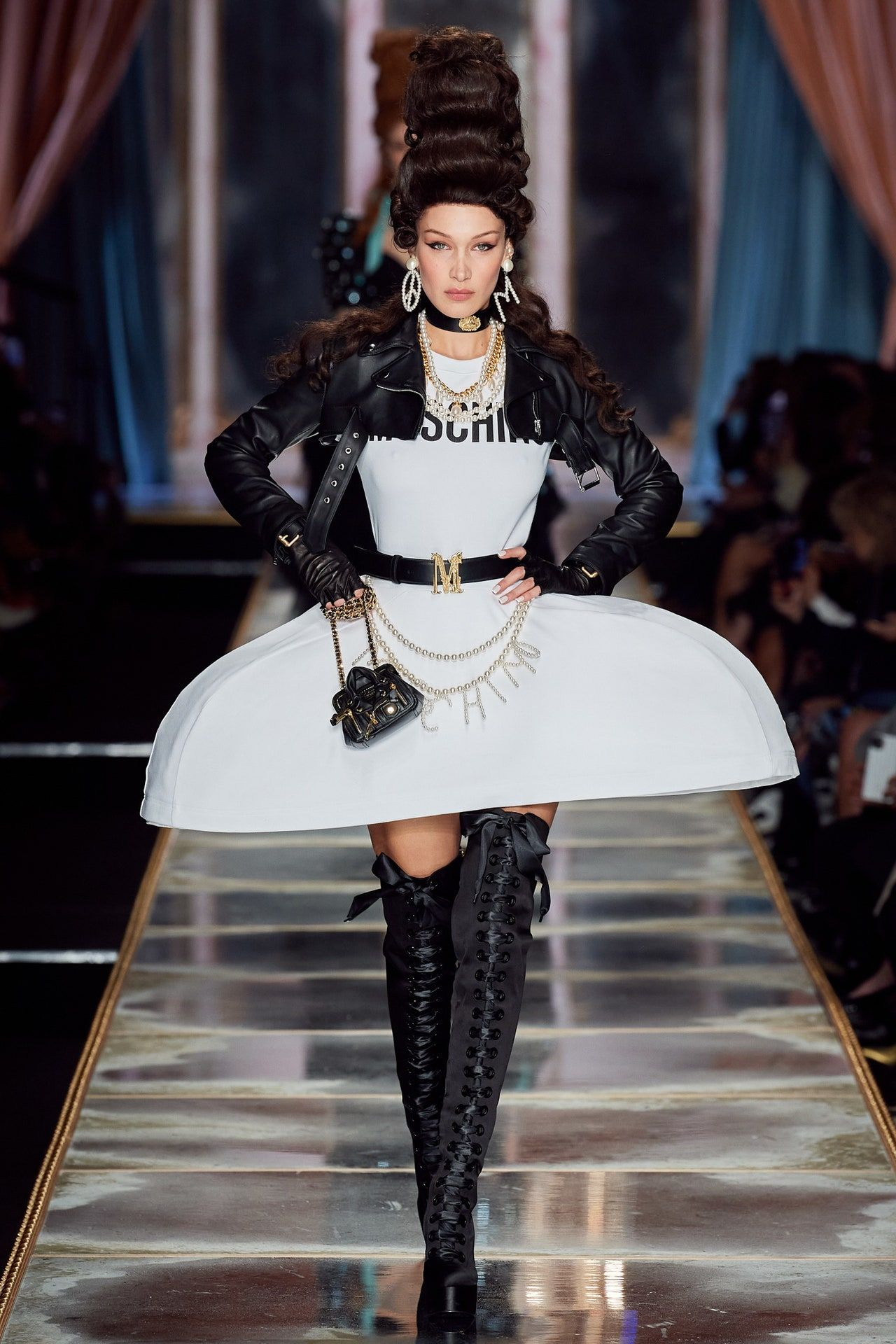 Moschino Herbst/Winter 2020-2021 Ready-to-Wear ...