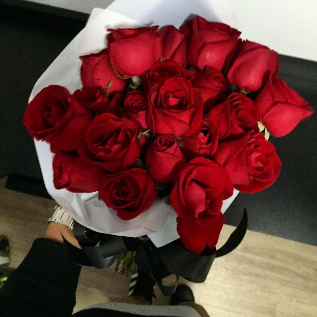 U R L D M A R Red Roses Beautiful Flowers Aesthetic Roses