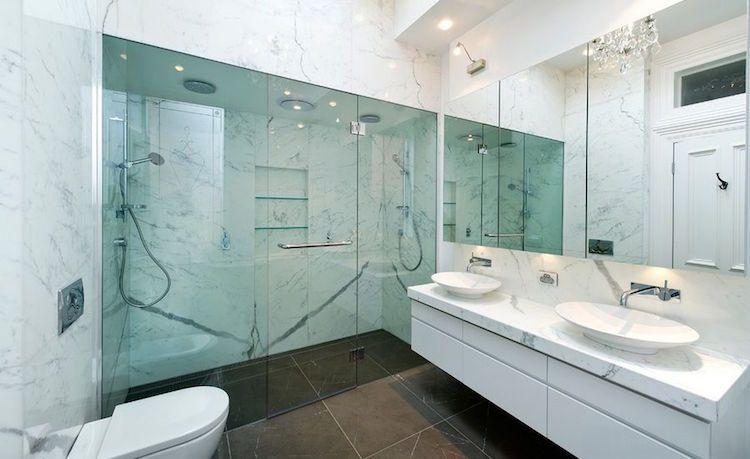 Salle de bain en marbre pour un air sophistiqué et toujours à la mode - salle de bains douche italienne
