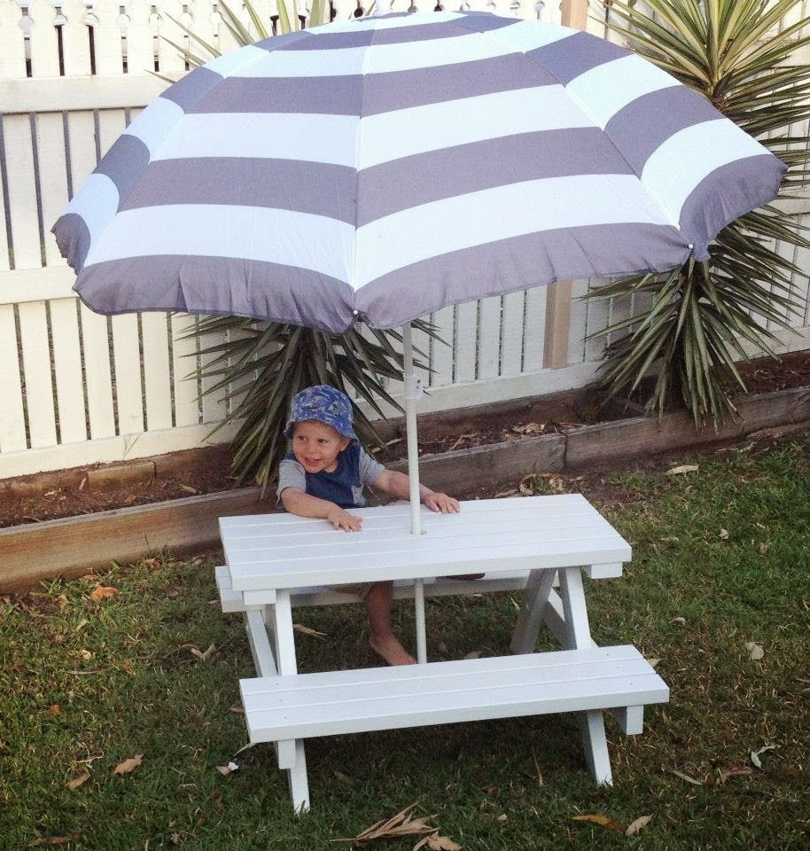 The Breathtaking Mini Picnic Table With Umbrella Deasign