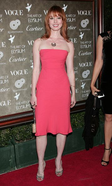 Posh Alicia Witt... Modish Dame... She appeared in the 2002 romantic comedy Two Weeks Notice starring Hugh Grant and Sandra Bullock.