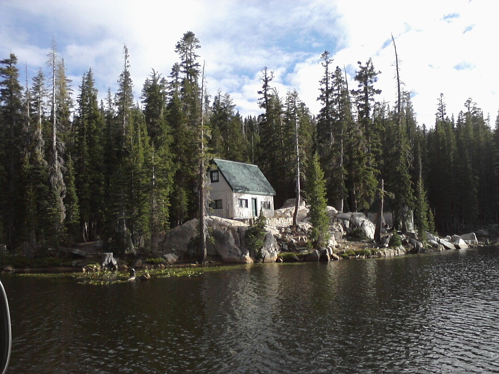 Charming old fishing cabin at mosquito lake in the high for Mosquito lake fishing