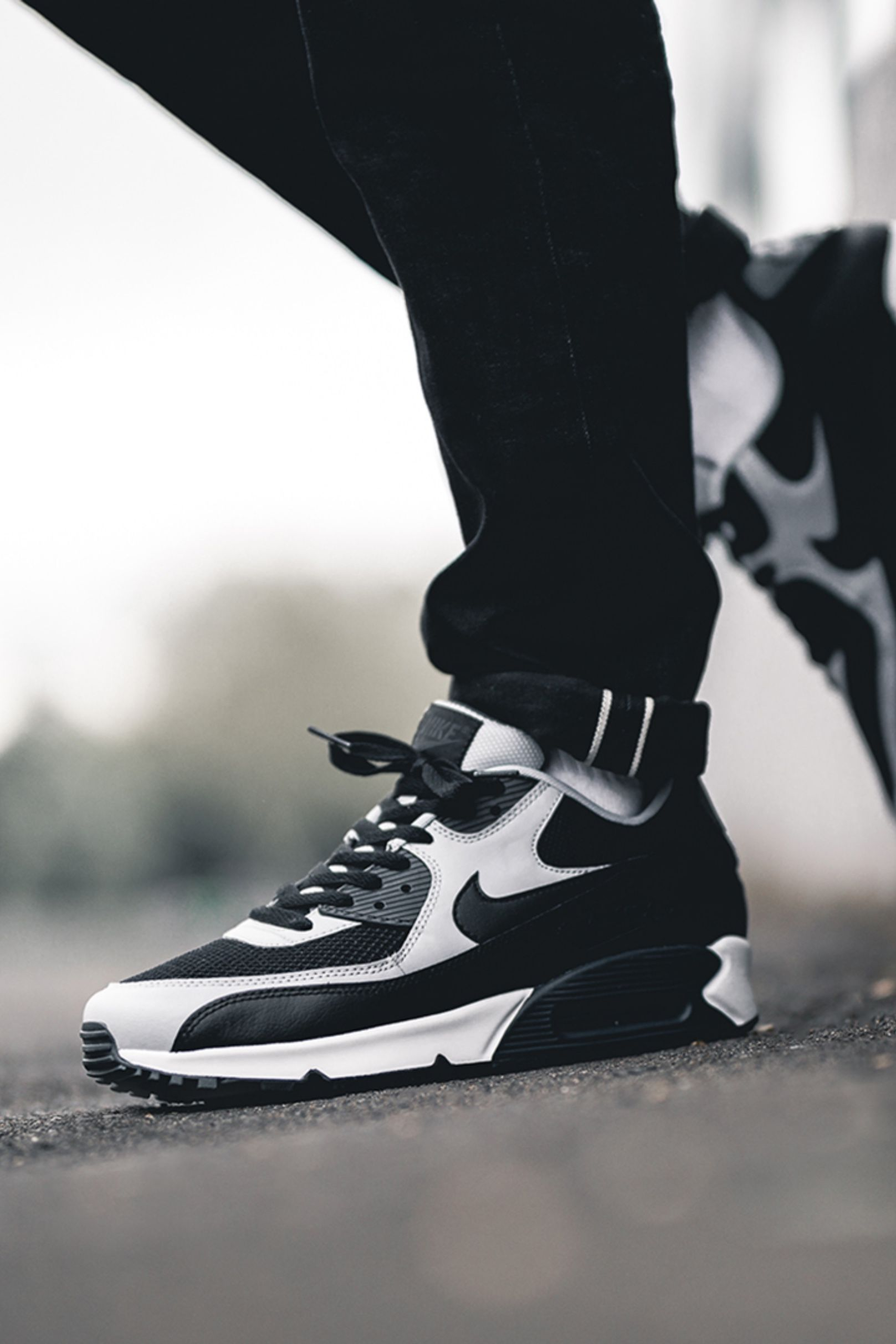 afb918b0c The Nike Air Max 90 has been for decades a place in the retro assortment of