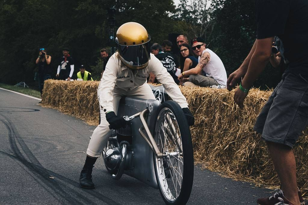 Explore our #helmade #BellBullitt #Bullseye, on an old #Jawa bike. Racing at #Glemseck101 by Easy from #Craftrad Magazine. #custombike at it´s finest. Design your own on www.helmade.com