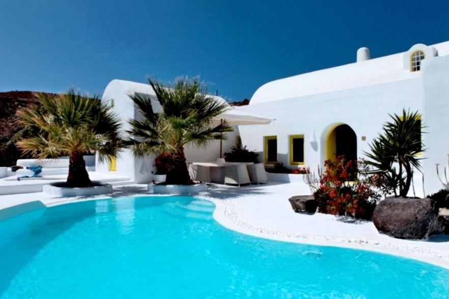 Santorini holiday villas rental greece earthbag home pinterest santorini holidays for Luxury holiday rentals ireland swimming pool
