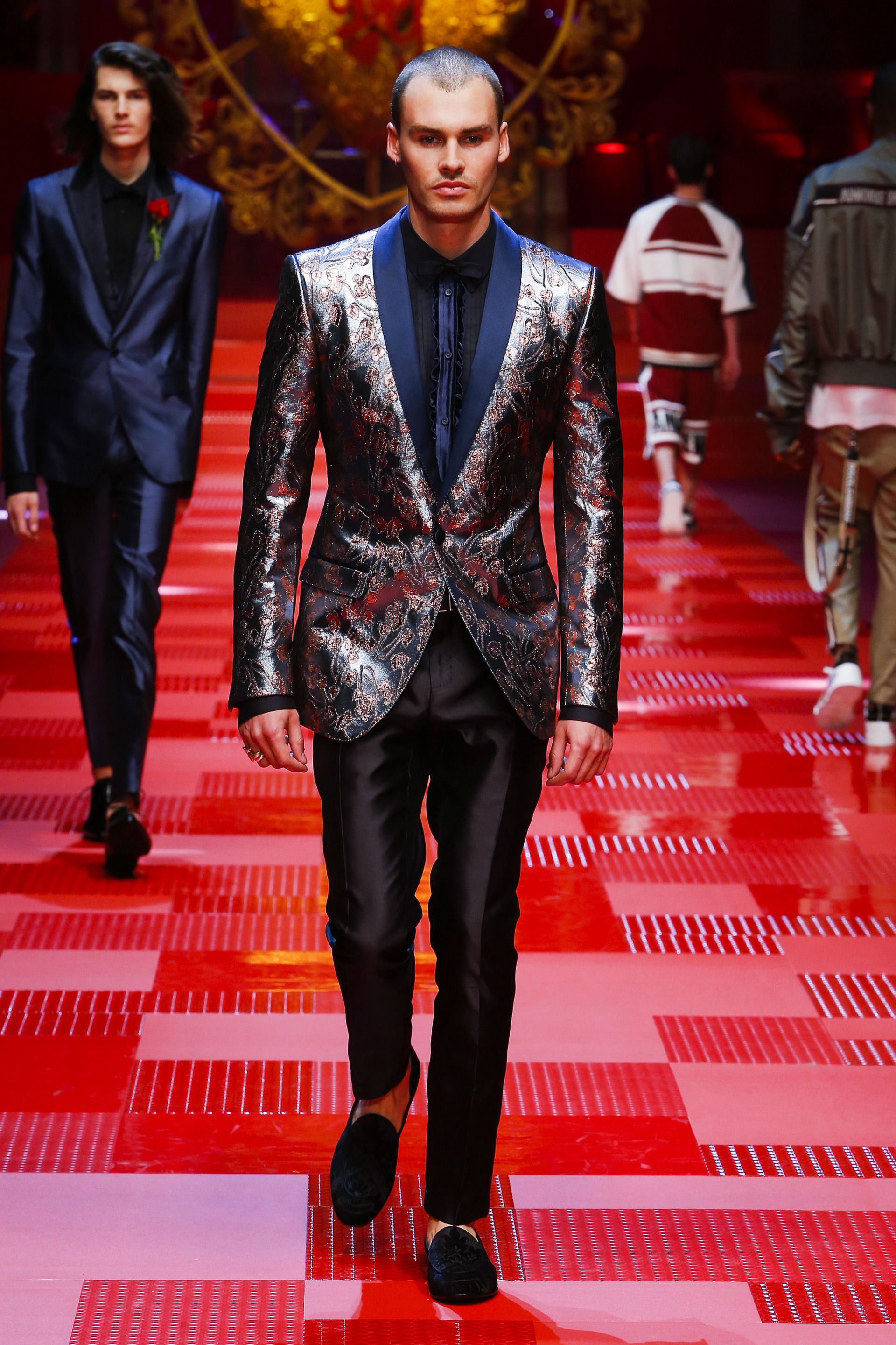 Discover Videos and Pictures of Dolce   Gabbana Summer 2018 Menswear  Fashion Show on Dolcegabbana.com. 629a8ec4285c