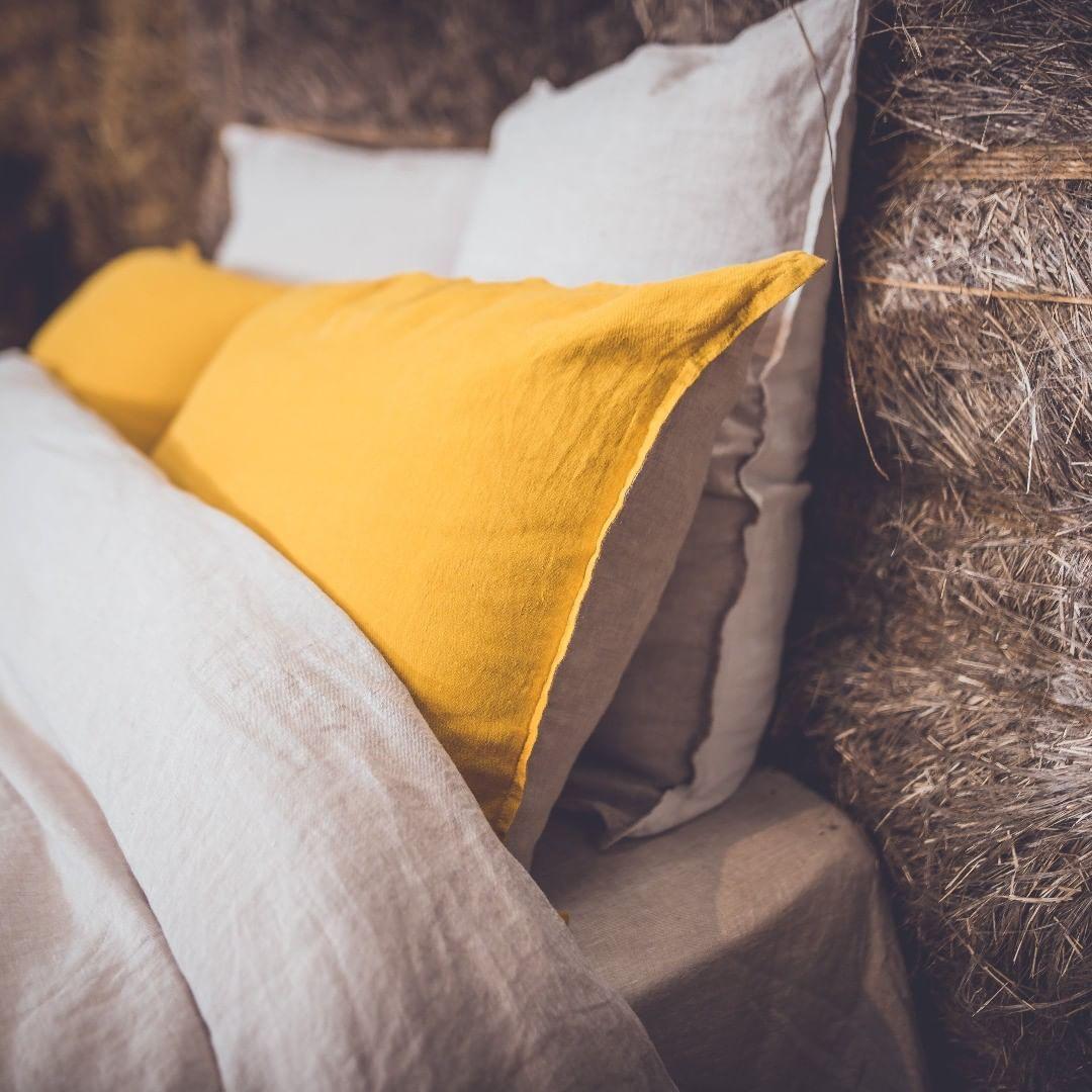"""EMBRIN on Instagram: """"Rien de tel qu'une couette en lin et un lit de paille pour se maintenir au chaud ! #lin #auchaud #onattendlaneige #souslacouetteauchaud…"""""""