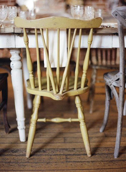 This is the style of chairs if found on my treasure hunt. So beautiful. Can't wait to paint them yellow, turquoise or white.