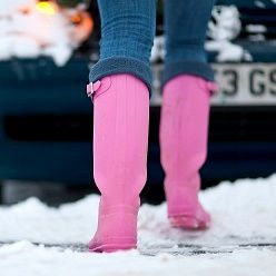 Today s the first day of snow here. It is beautiful, but for people with poor circulation, like myself, it can be uncomfortable. Here is a trick to keep your feet warm.  Add one drop of thyme, cinnamon or clove essential oil to your boots or slippers to activate your circulation, boost your immune system and your feet will have a delightful scent too.  Enjoy!