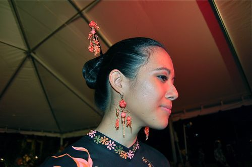 I created all of the jewelry worn at the 2012 Bishop Museum Alfred Shaheen Fashion Show.  This image features my jewelry mobiles with coral and other balancing vintage beads.  The set matches the Shaheen coral-colored flowers ensemble.  Click on the image to the fashion show video link  (first video link) to see my other creations that were featured, including at the end of the show jewelry sets being auctioned with vintage Shaheen clothing.  All jewelry was donated to support Bishop Museum.