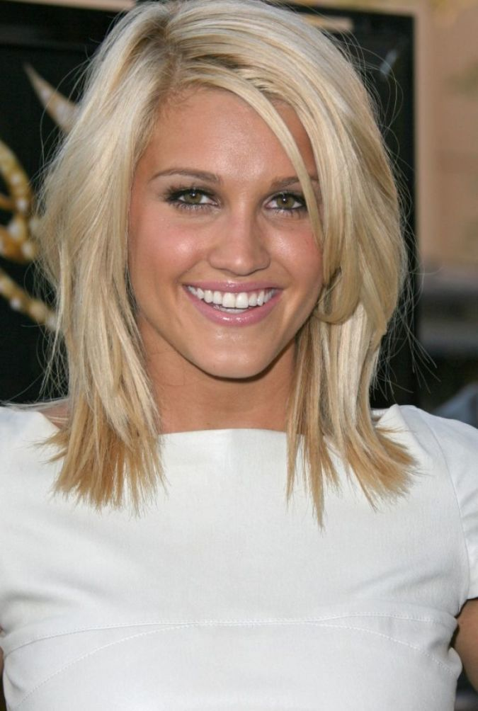 Mid Length Layered Hairstyles for Oval Face   HairJos.com ...
