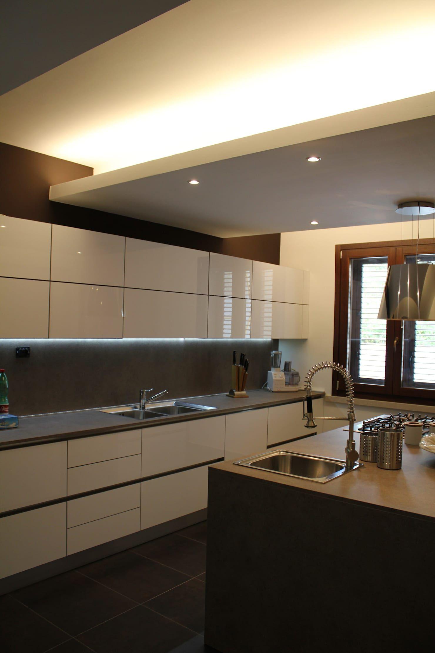 Illuminazione Piano Lavoro Cucina piano lavoro in cucina cucina moderna di giuseppe rappa
