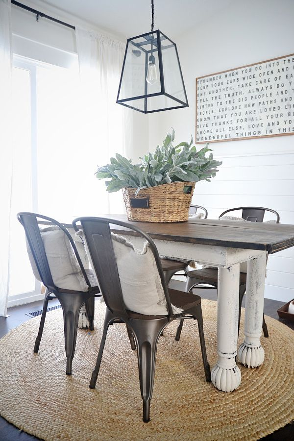 Seriously cute kitchen dining area!