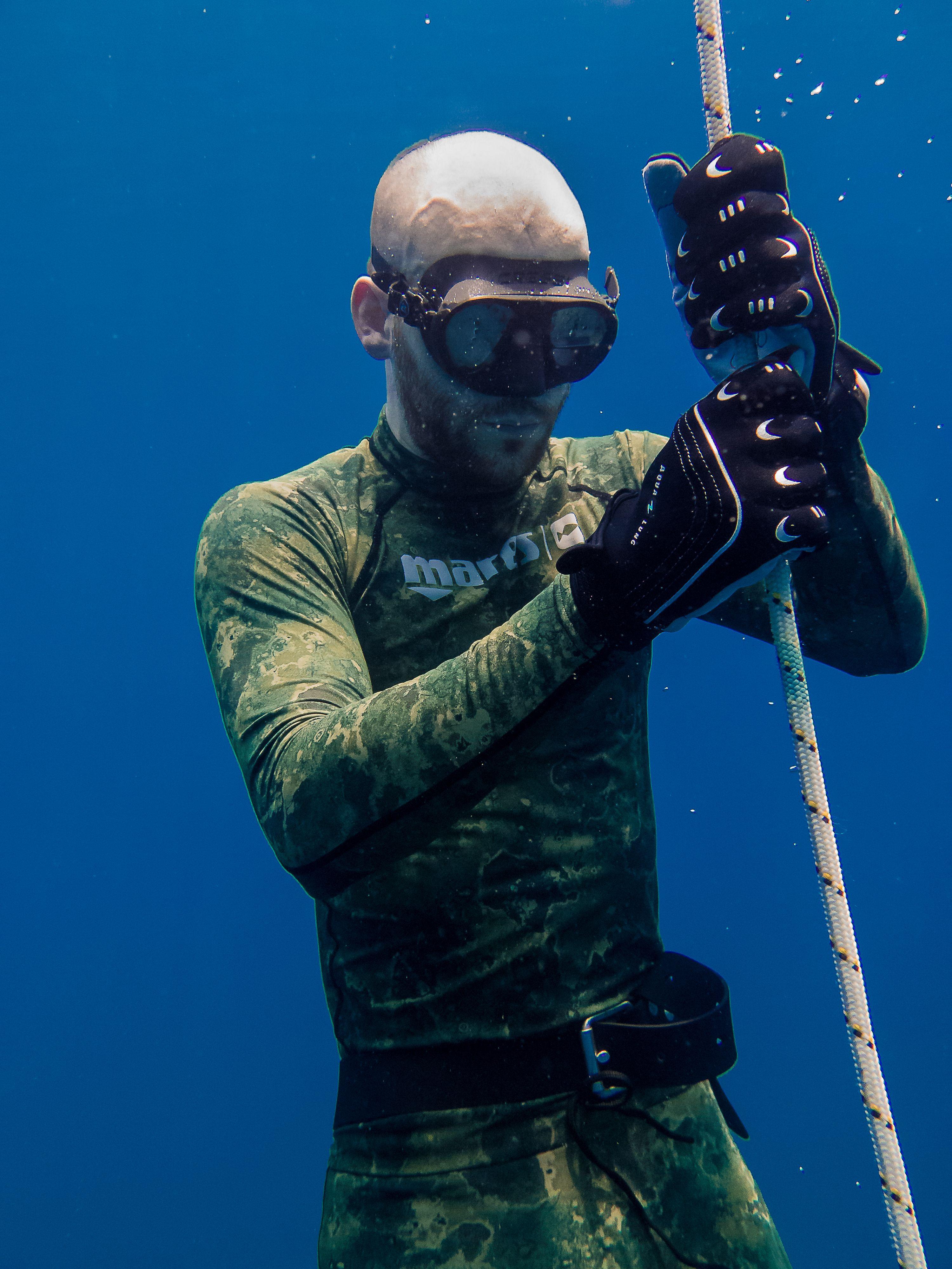 Under WATER 🐠🐟🌊 . . . .Follow Us 👉 @apnea.pirates