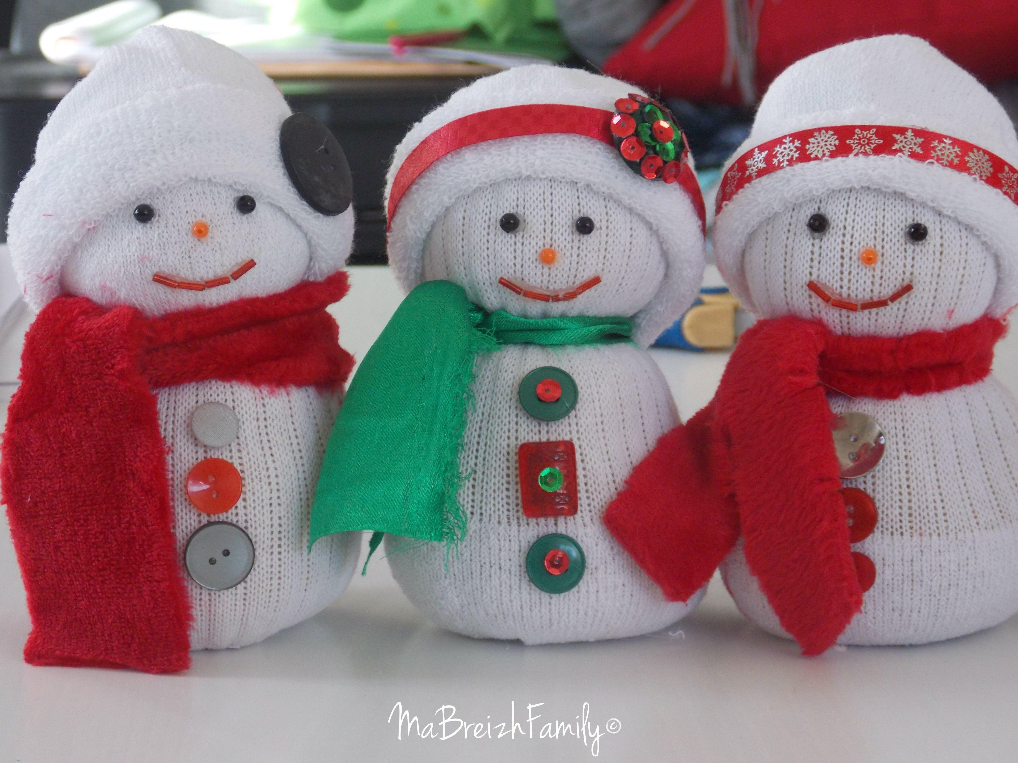aujourd 39 hui un tuto de no l avec un bonhomme de neige r aliser avec des chaussettes deco. Black Bedroom Furniture Sets. Home Design Ideas