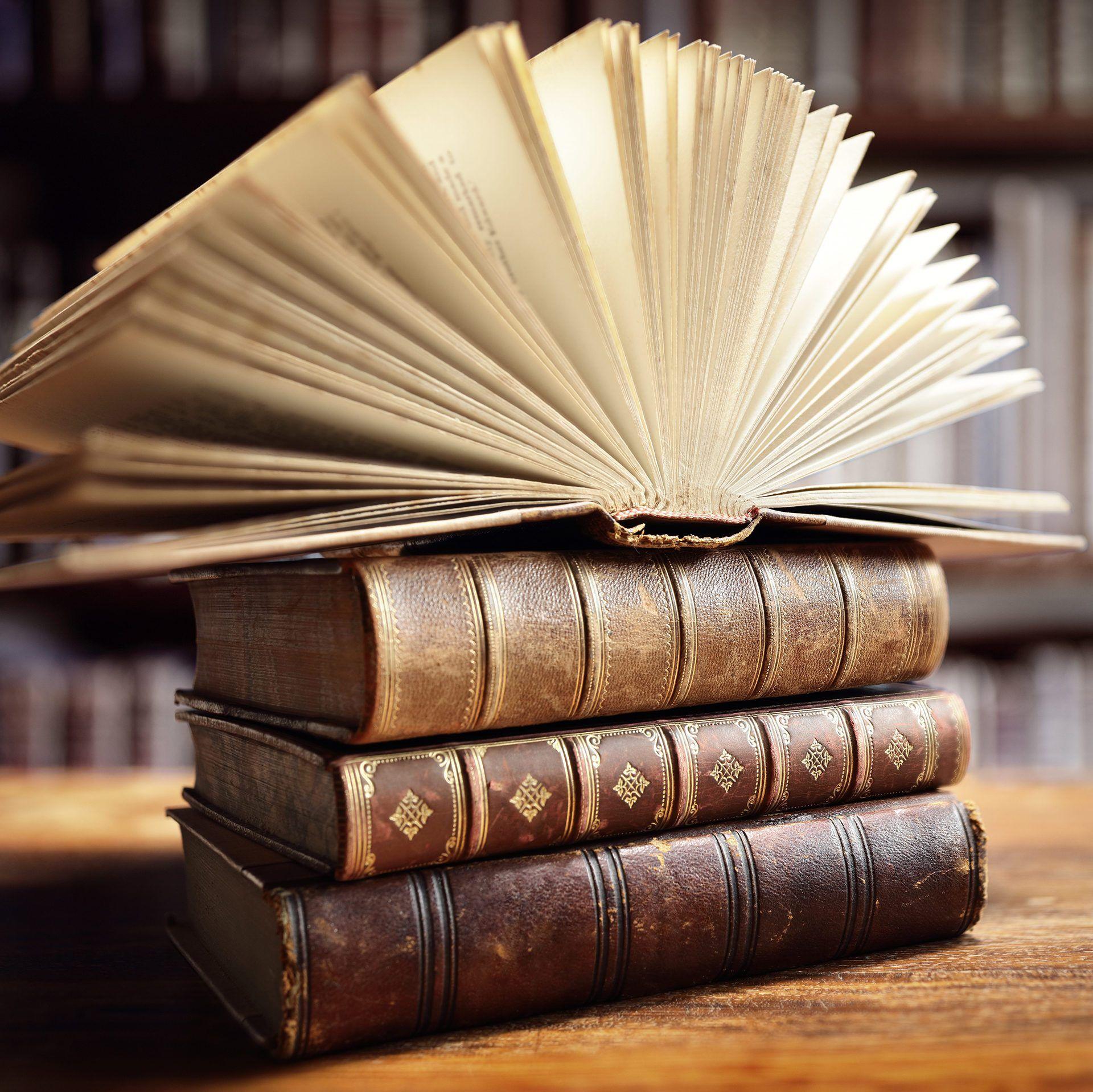 Картинки «Старинные книги» (34 фото) | Книги, Стопка книг ...