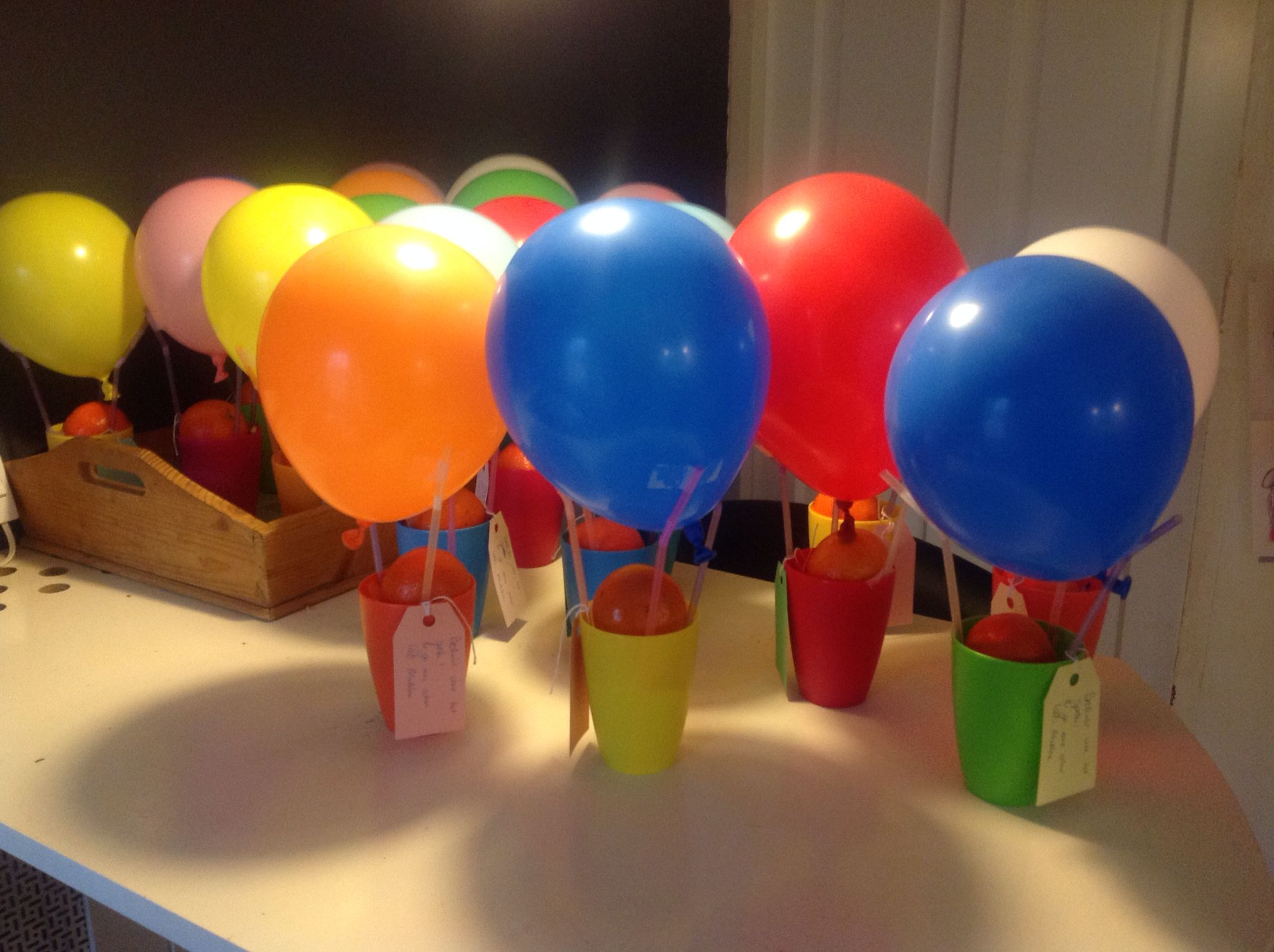 Afscheid cr che bekers van de hema rietjes ballonnen for Kartonnen bekers hema