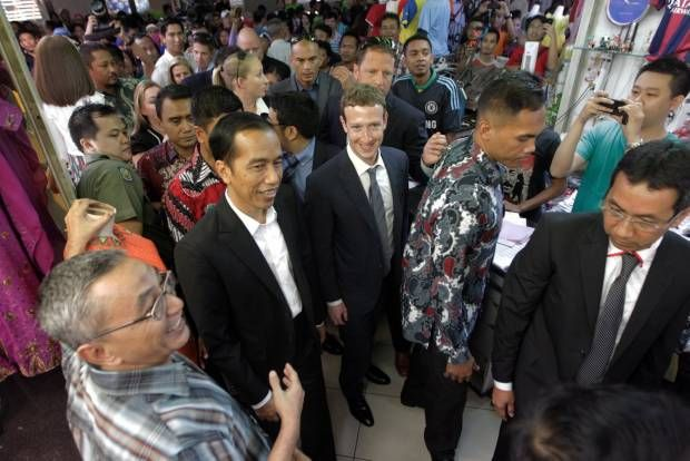 Gaya Jokowi dan Bos Facebook Blusukan ke Tanah Abang