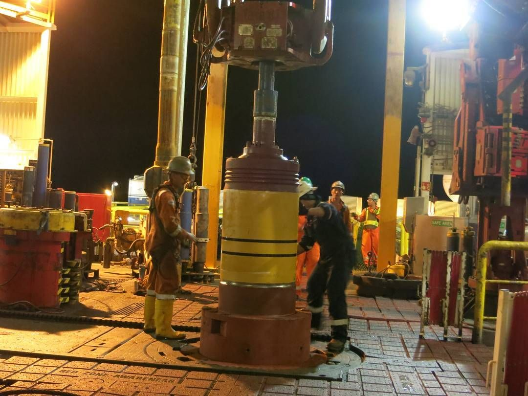 Drill Floor installing FMC Sunsea wellhead made up to