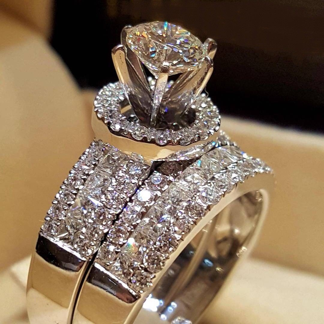 This is a graphic of Details about Ladies Engagement Wedding Bridal Ring Set Round
