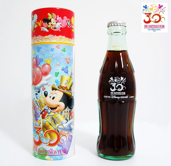 [Coke Bottle 46] 깜찍한 코카-콜라 디자인이 코코 취향저격! 이 코카-콜라 병은 2013년 도쿄 디즈니 랜드 30주년을 기념하여 특별히 출시한 것이라고 해요! 트친 여러분도 탐나는 코카-콜라죠?