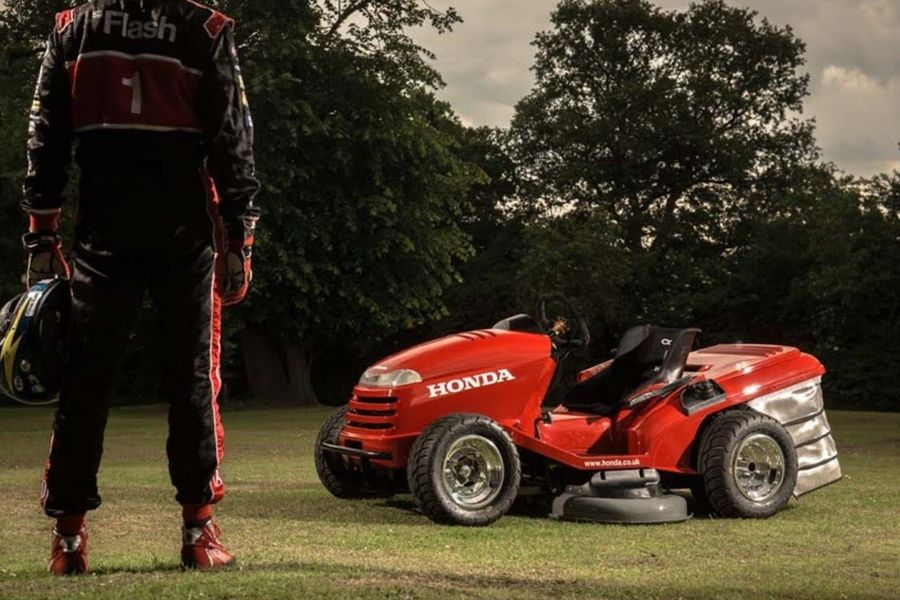 Honda Mean Mower V2 Can Top Speeds Of 150 Mph And Mow Your Lawn Honda Lawn Mower Tractors