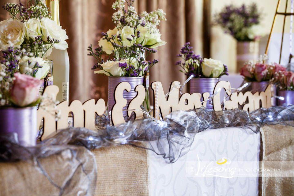 Prentresultaat vir trou tafel idees   idees vir tafels   Pinterest   Hessian wedding, Wedding