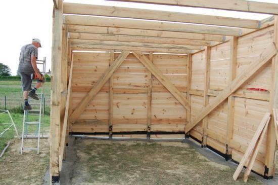 construire un abri pour cheval abri bois barn abri. Black Bedroom Furniture Sets. Home Design Ideas