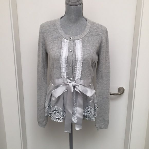 ✂️SALE⚡gray and ️silver lace sweater Beautiful detail. Gray ...