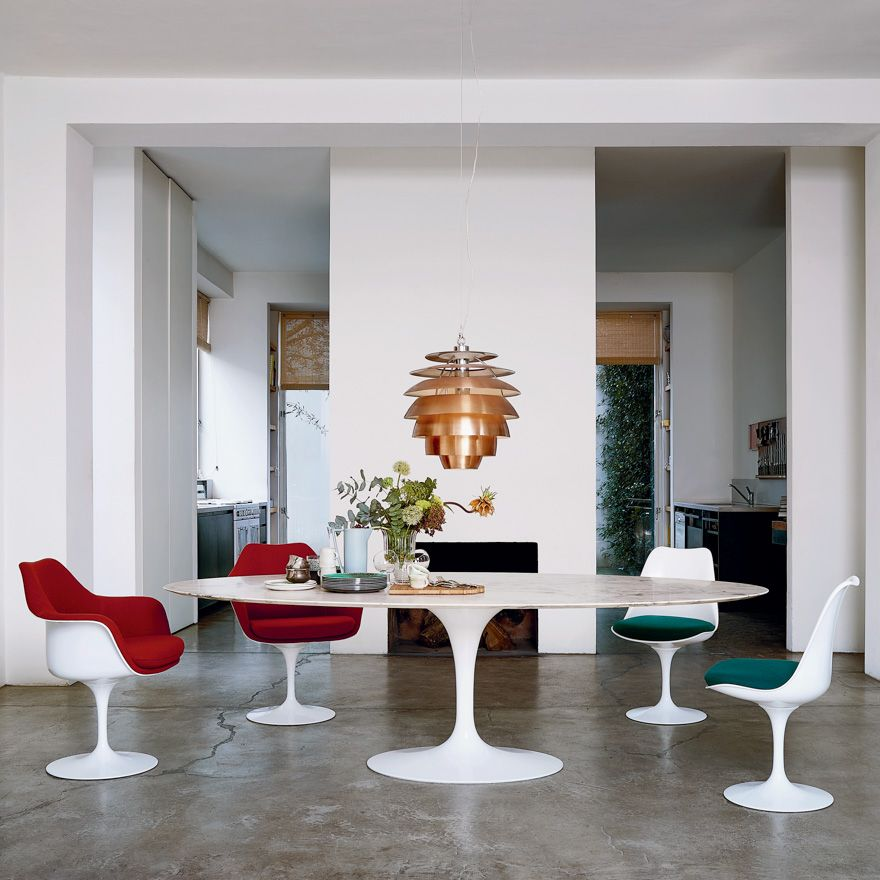 Drop Dead Gorgeous Knoll Saarinen Tulip Chiars Surround An Saarinen Oval Dining Table Oval Table Dining Saarinen Dining Table Saarinen Oval Dining Table