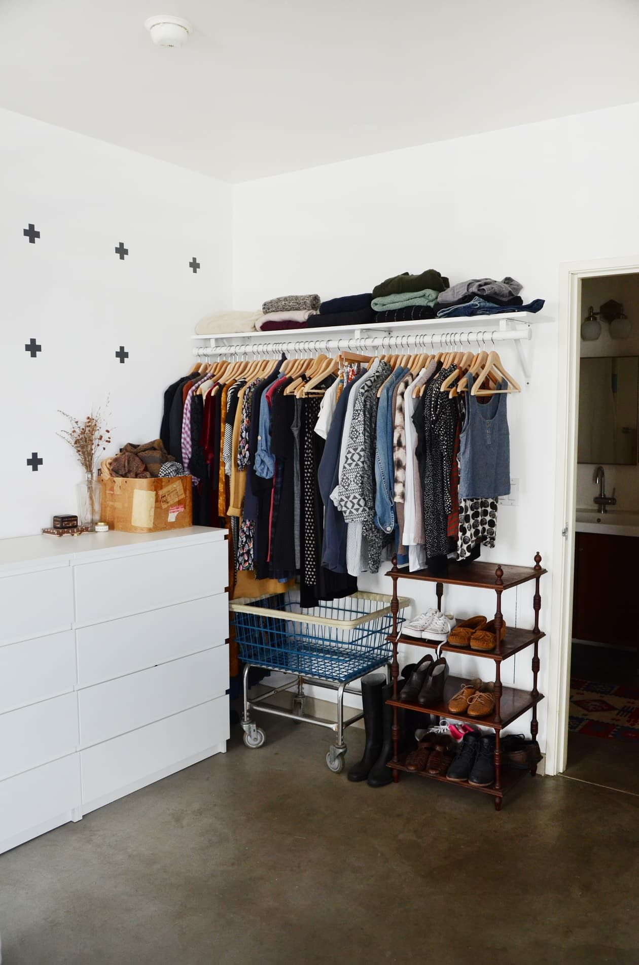 9 Ways To Organize A Bedroom With No Or Very Small Closets Closet Apartment Bedroom Organization Closet Small Apartment Bedrooms