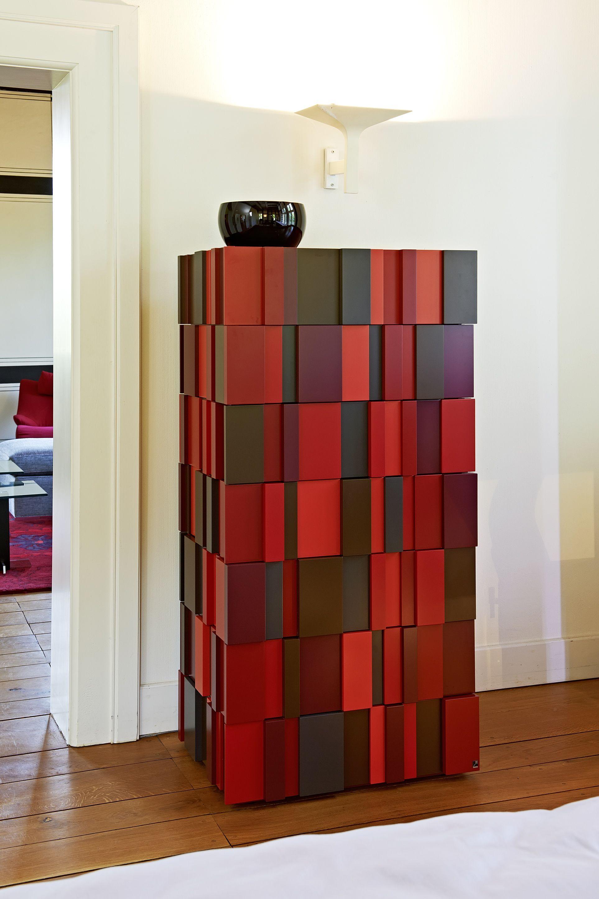 Rote Schrank In Kunstvollem Design Wallachmoebelhaus Wallach