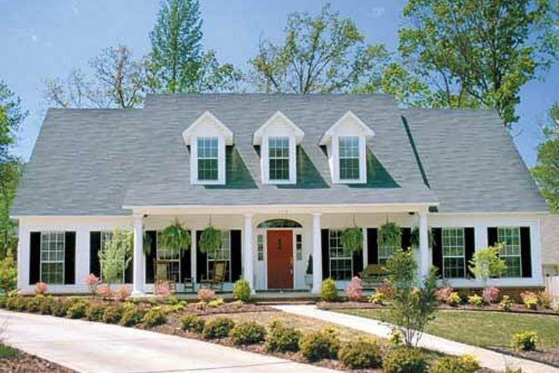 Colonial Style House Plan 4 Beds 2 5 Baths 2603 Sq Ft Plan 17 2068 Southern House Plans Cape Cod House Exterior Dream House Plans