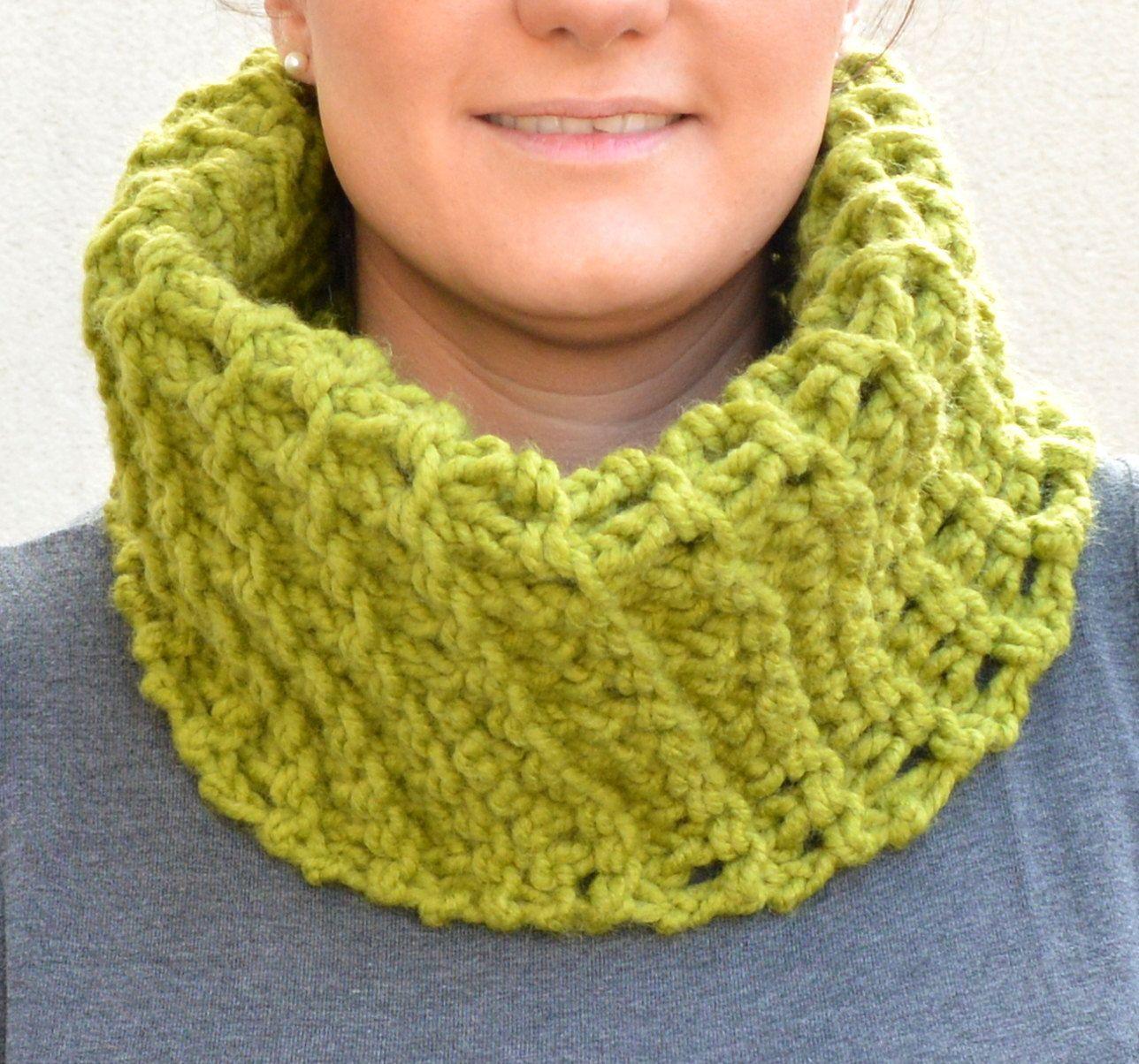 fecha de lanzamiento 04d5d 8454a Bufanda color verde. Bufanda abrigada ideal para invierno ...