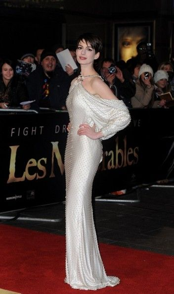 Anne Hathaway in Givenchy Haute Couture