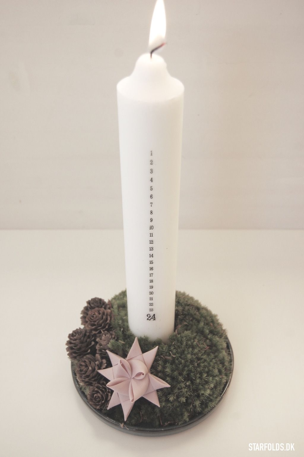 Diy dekoration med kalenderlys og julestjerne flet design by nordic x mas - Dekoration advent ...