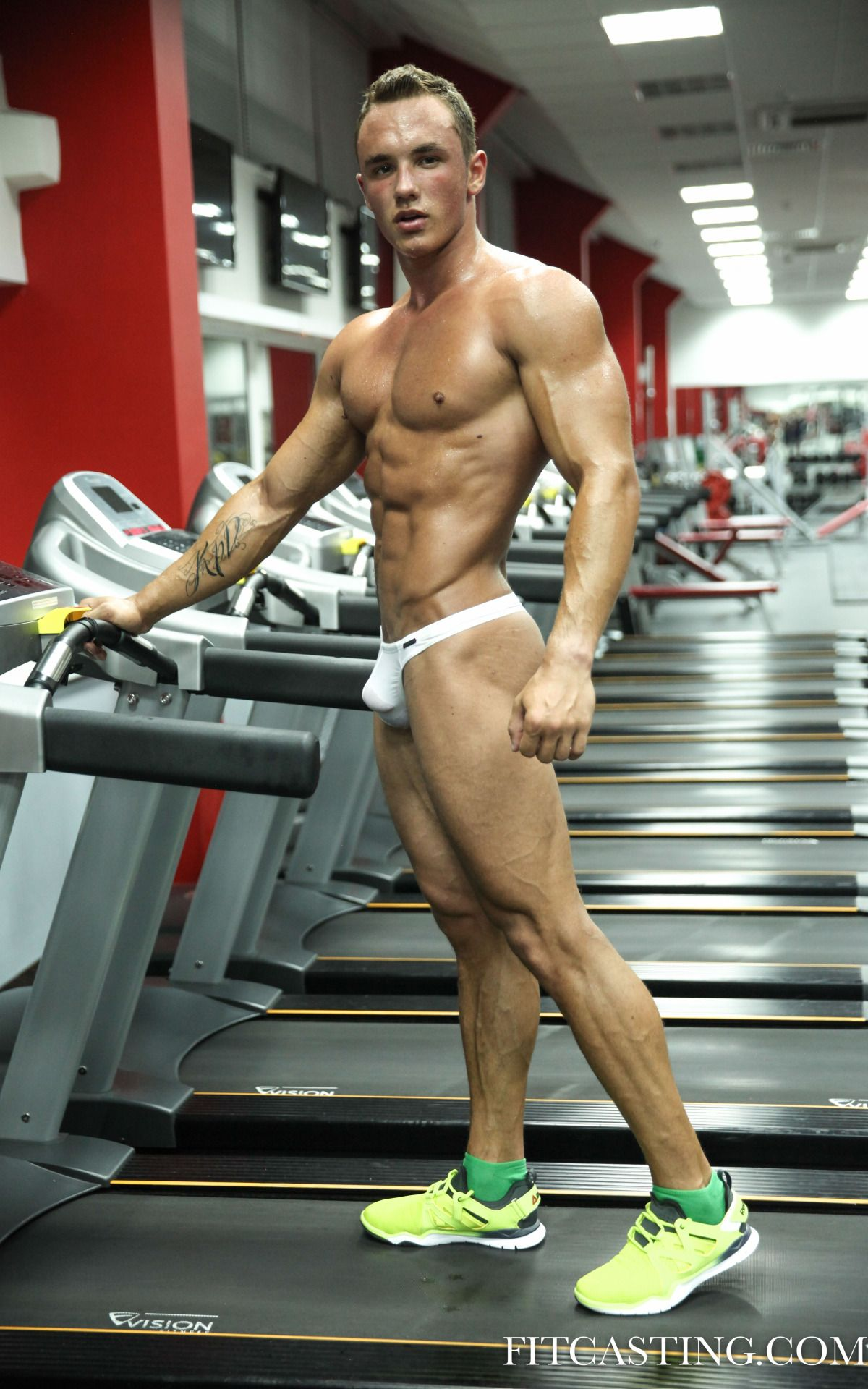 217bfb79a239 Gym Body, Athletic Men, Gym Wear, Muscle Boy, Muscle Fitness, Interior.  Visit. May 2019
