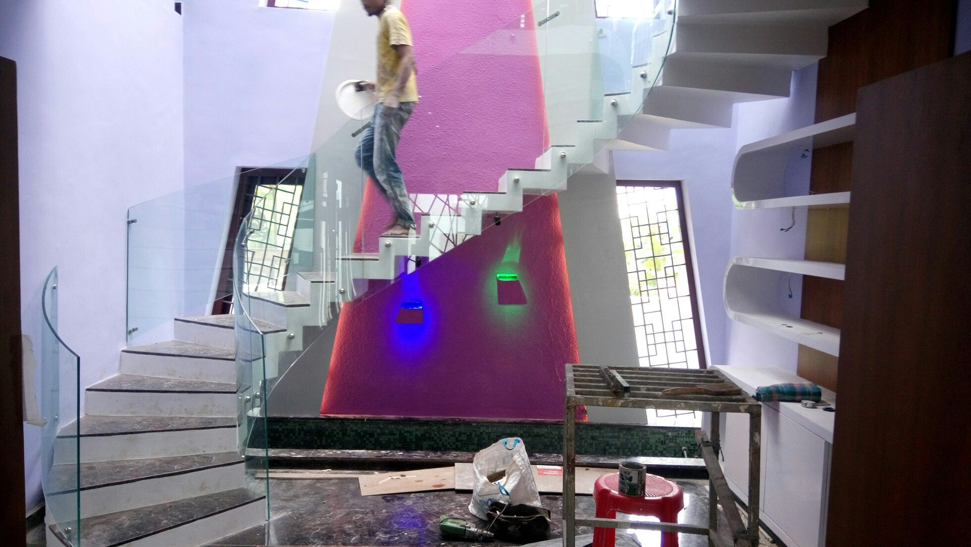 Best Capsule Shaped Stair Bended Railing Glass Installation 640 x 480