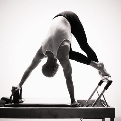 Reformer Snake This Exercise Has Such A Good Burn In Your Intercostals And Obliques Pilates For Men Pilates Poses Pilates Reformer